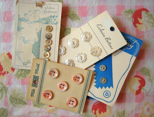 Buttons (4)