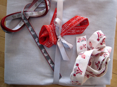 Red_and_grey_ribbons
